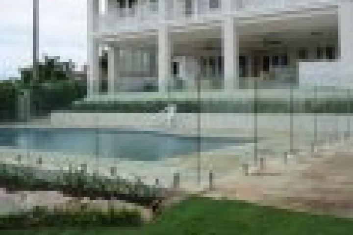 Fist Choice Fencing Frameless glass 720 480